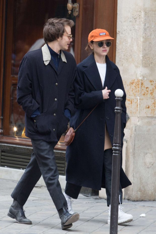 Natalia Dyer and Charlie Heaton: Out and about in Paris -01