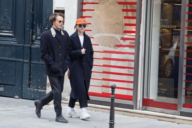 Natalia Dyer and Charlie Heaton: Out and about in Paris -02