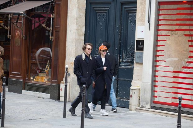 Natalia Dyer and Charlie Heaton: Out and about in Paris -08