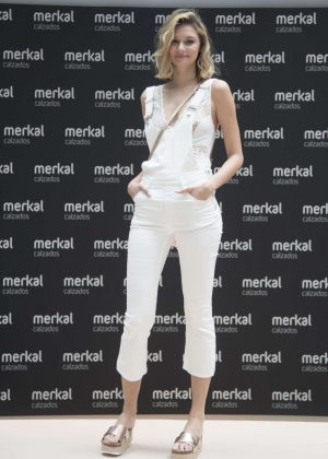 Natalia Skorek - Merkal Shoes show SS 2017 in Madrid