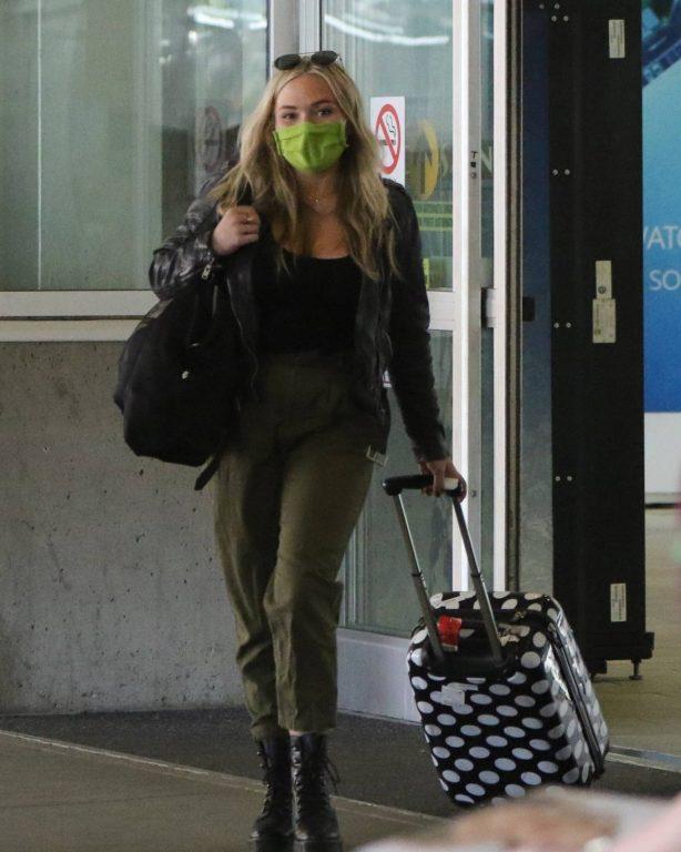 Natalie Alyn Lind - Begin her 14 day quarantine before 'The Big Sky' set in Vancouver