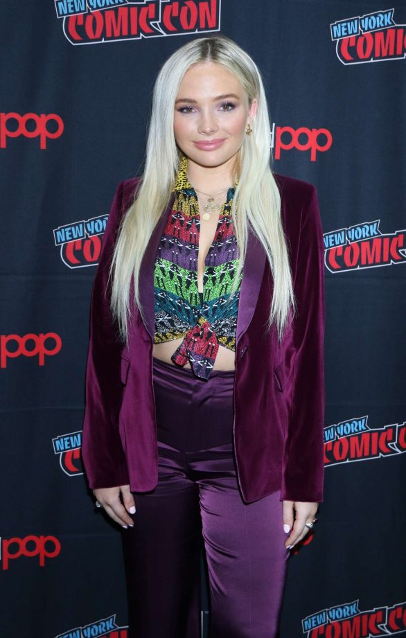 Natalie Alyn Lind - 'Tell Me a Story' Panel - New York Comic Con 2019