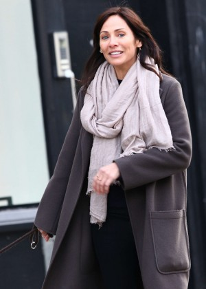 Natalie Imbruglia - Walking her Dog in London