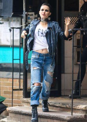 Sofia Richie I >> Natalie Portman and Raffey Cassidy - Filming new movie 'Vox Lux' in New York