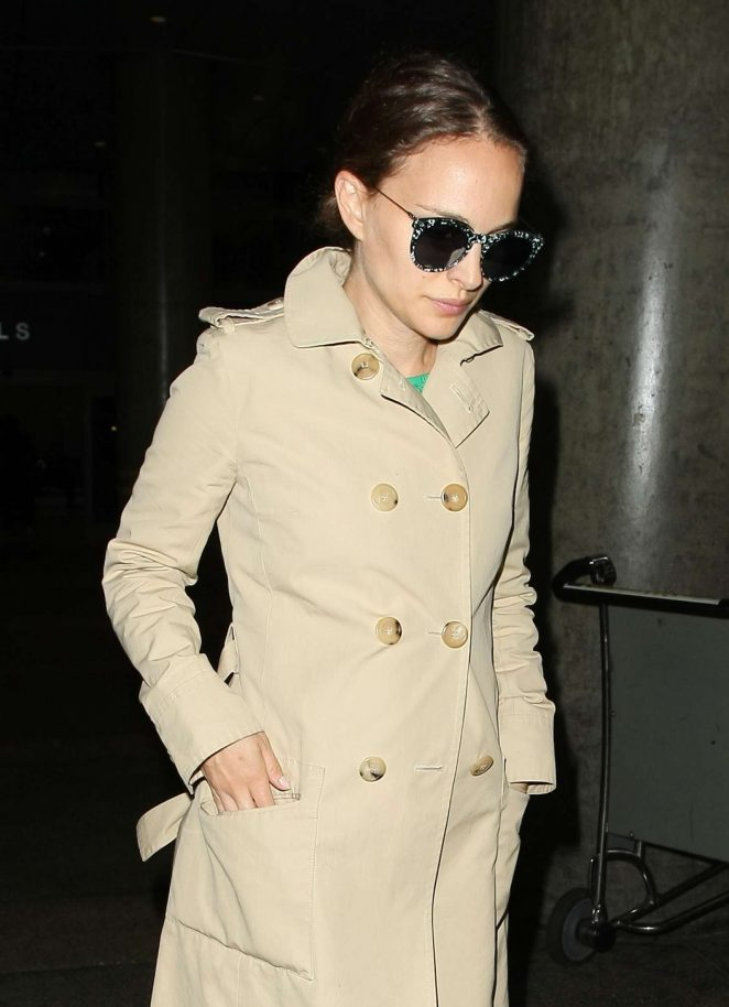 Natalie Portman Arrives at LAX Airport in Los Angeles