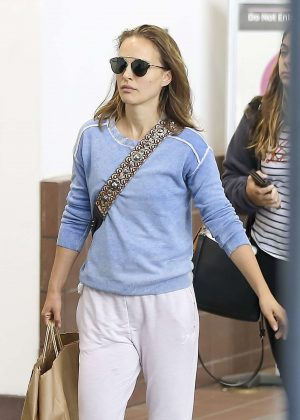 Natalie Portman - Arriving at the airport in Los Angeles