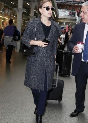 Natalie Portman - Arriving in London