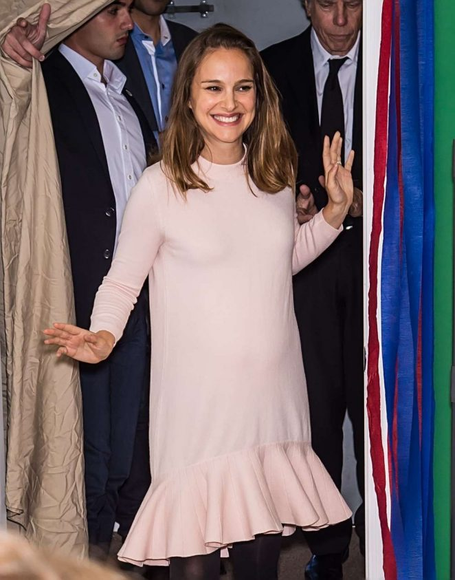 Natalie Portman campaigns for Hillary Clinton in Philadelphia