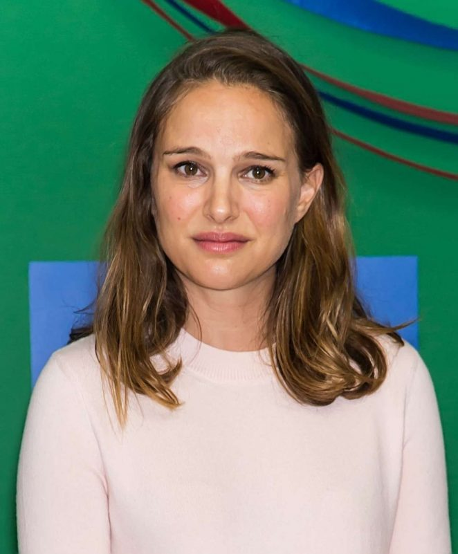 Natalie Portman campaigns for Hillary Clinton -22