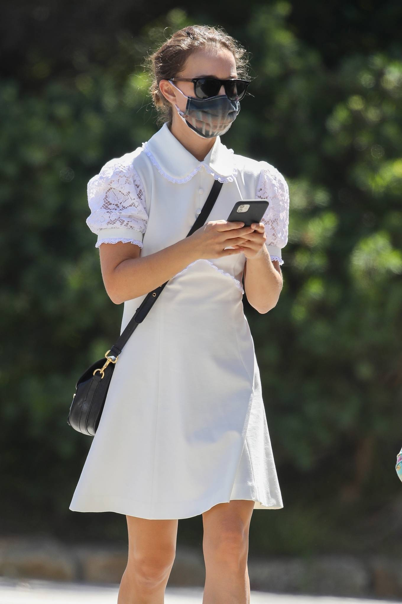 Natalie Portman - Cute in white summer dress in Sydney