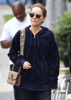 Natalie Portman - Gets breakfast in Los Feliz