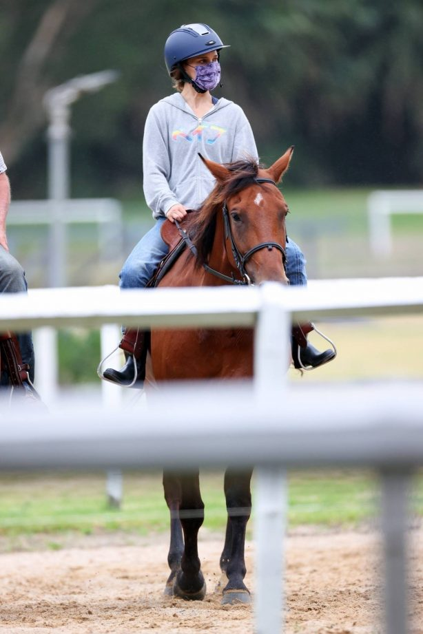 Natalie Portman - Horse riding in Centennial Park