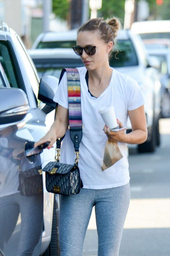 Natalie Portman in Gym Outfit - Out in Los Angeles