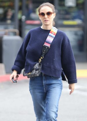 Natalie Portman in Jeans - Shopping in Los Feliz