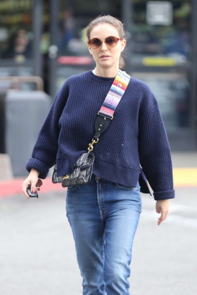 Natalie Portman in Jeans – Shopping in Los Feliz