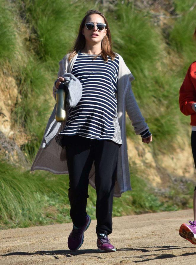 Natalie Portman out for a hike in Los Feliz -02