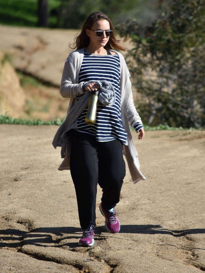 Natalie Portman out for a hike in Los Feliz -10