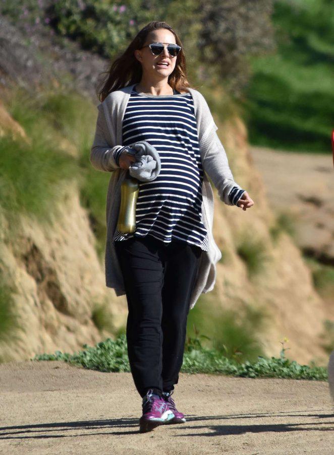Natalie Portman out for a hike in Los Feliz -11