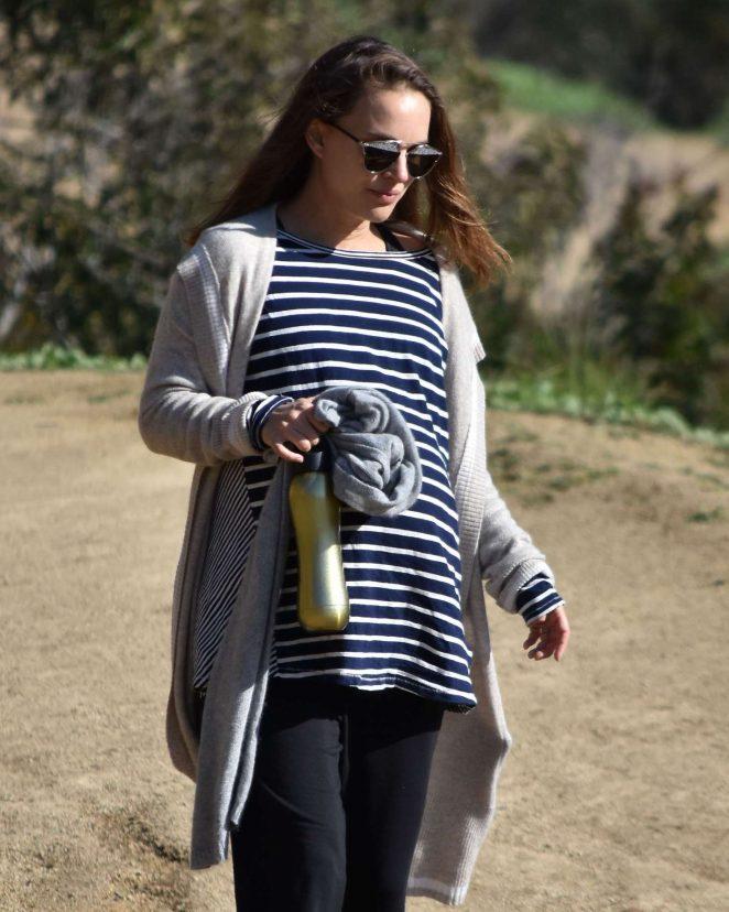 Natalie Portman out for a hike in Los Feliz -19