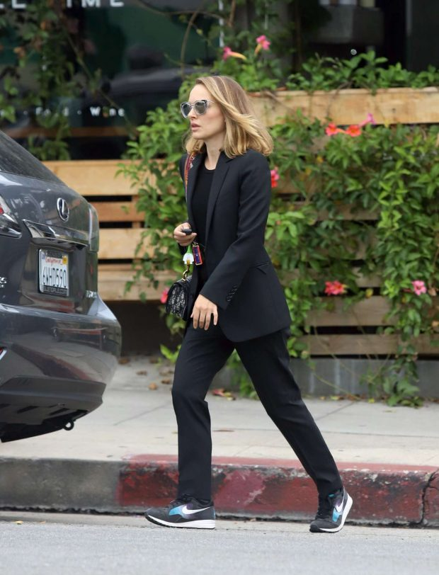 Natalie Portman - Out for lunch in Los Angeles
