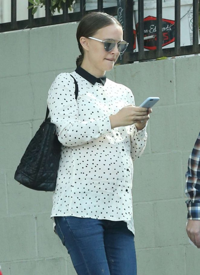 Natalie Portman out for lunch in Silverlake