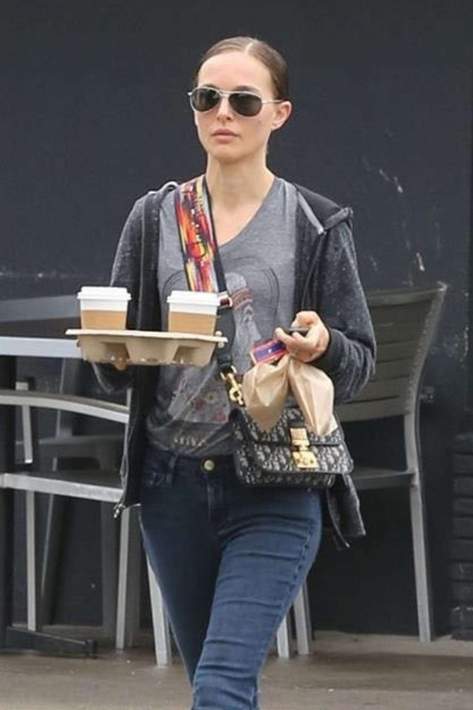 Natalie Portman - Out in Los Feliz