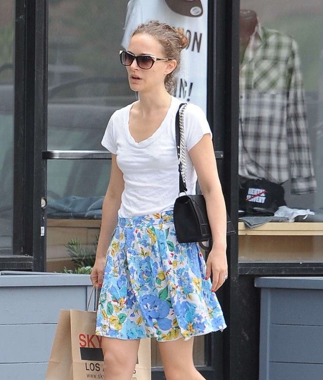 Casting Couch Young: Natalie Portman Skirt