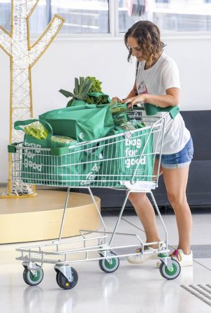 Natalie Portman - Shopping candids in Sydney