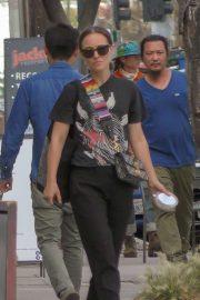 Natalie Portman - Shopping in Glendale