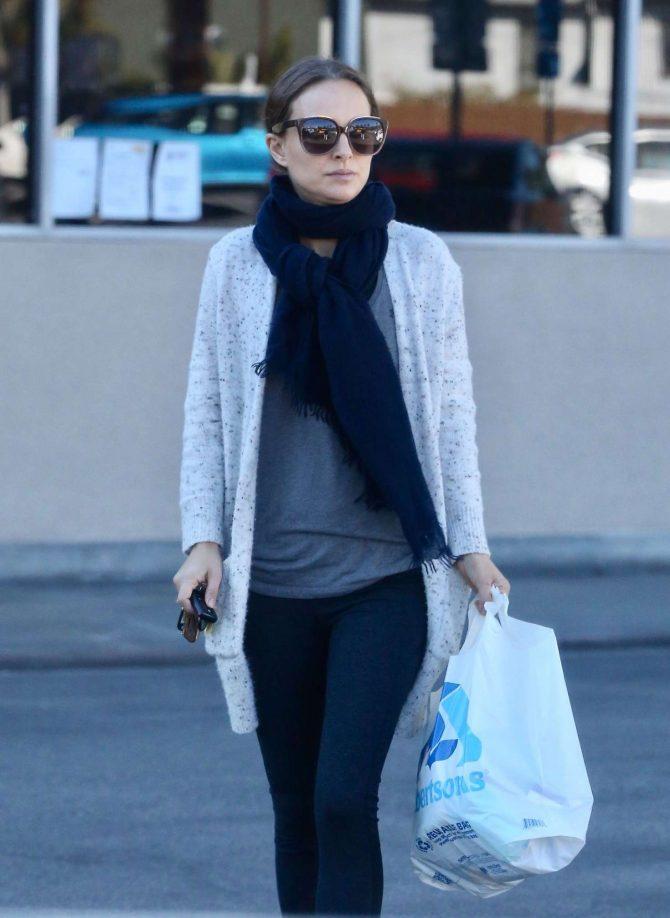 Natalie Portman – Shopping in Los Angeles