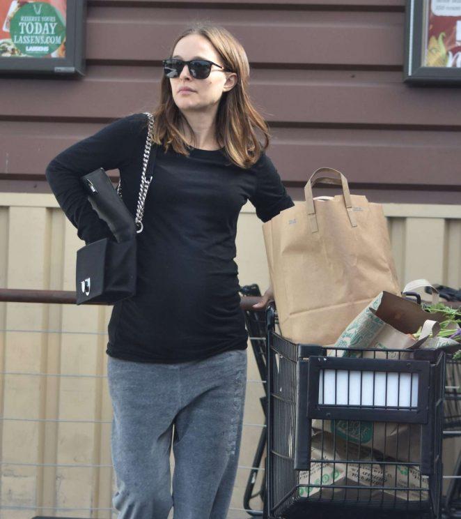 Natalie Portman Shopping in Los Feliz