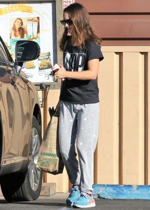 Natalie Portman - Shopping in Los Feliz