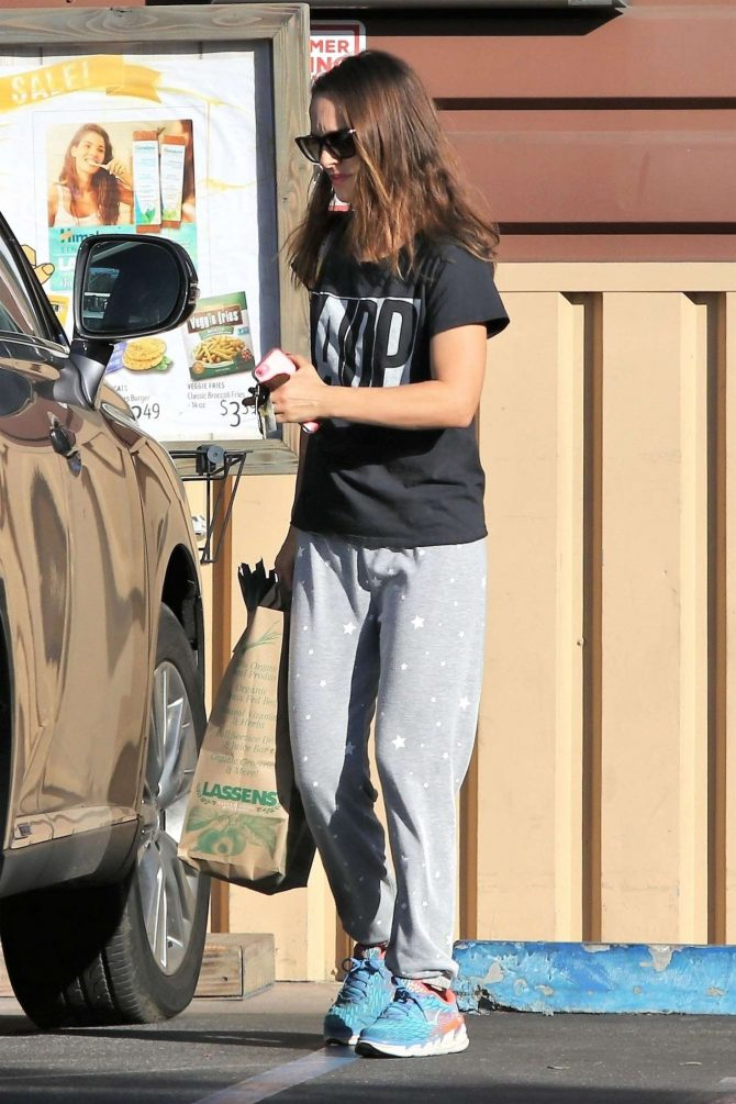 Natalie Portman – Shopping in Los Feliz