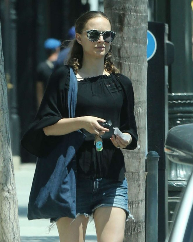 Natalie Portman – Shopping in Pasadena