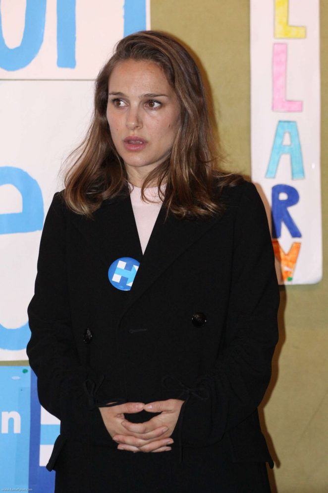 Natalie Portman – Visits a Campaign Office For Hillary Clinton in Pennsylvania
