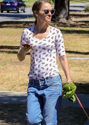 Natalie Portman walk with her dog in Los Feliz