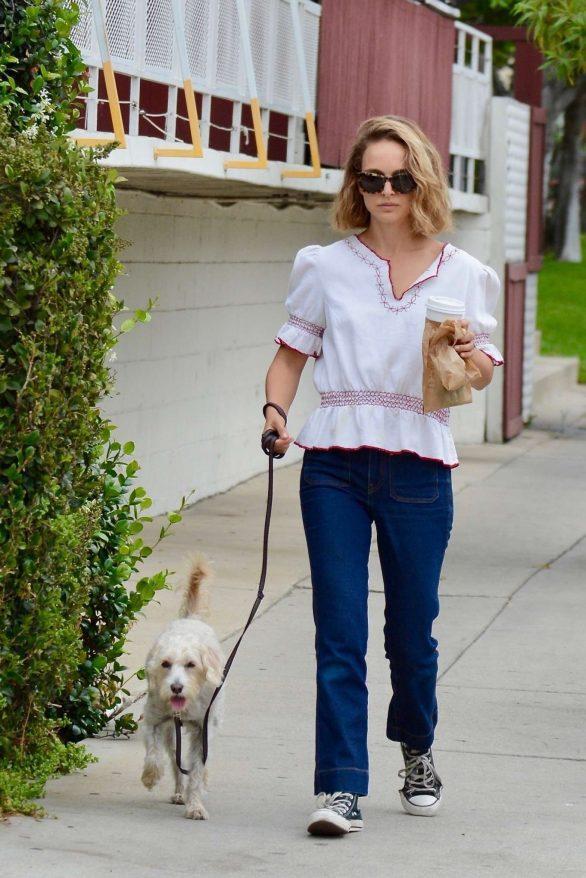 Natalie Portman - Walking her dog in Los Feliz