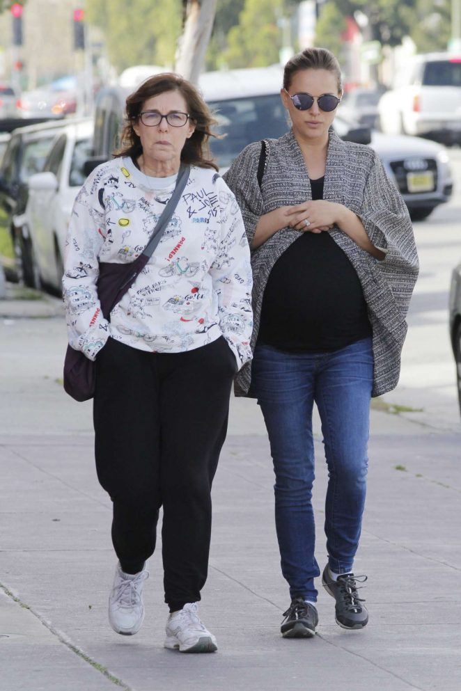 Natalie Portman with her mother Shelley -06