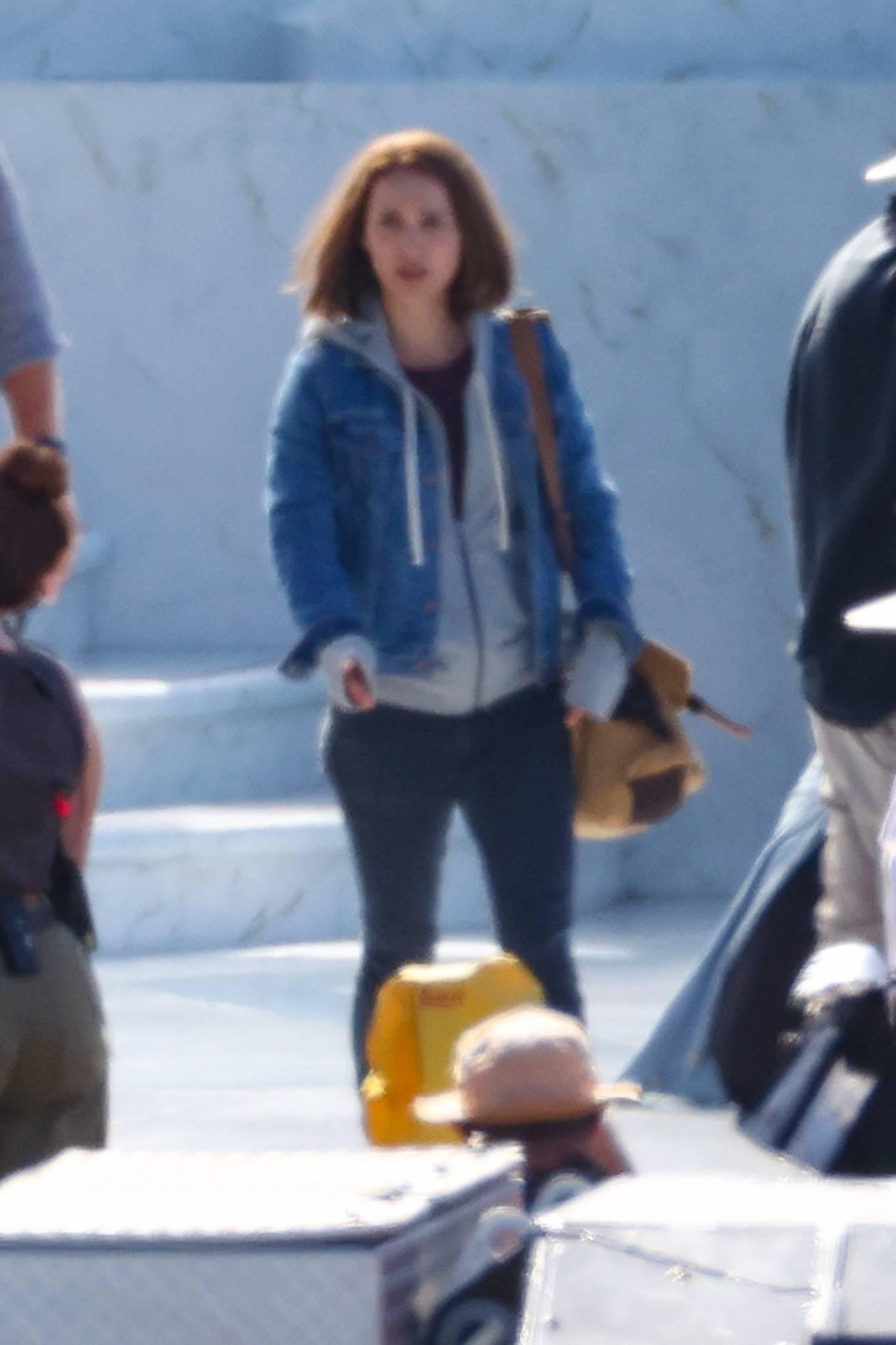 Natalie Portman 2021 : Natalie Portman – With Tessa Thompson filming in Sydney-01