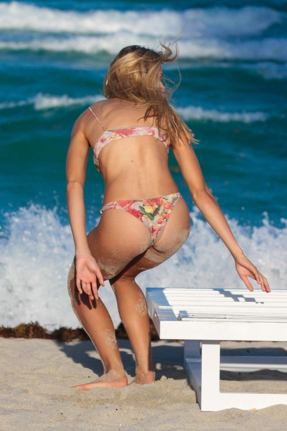 felicity jones bikini