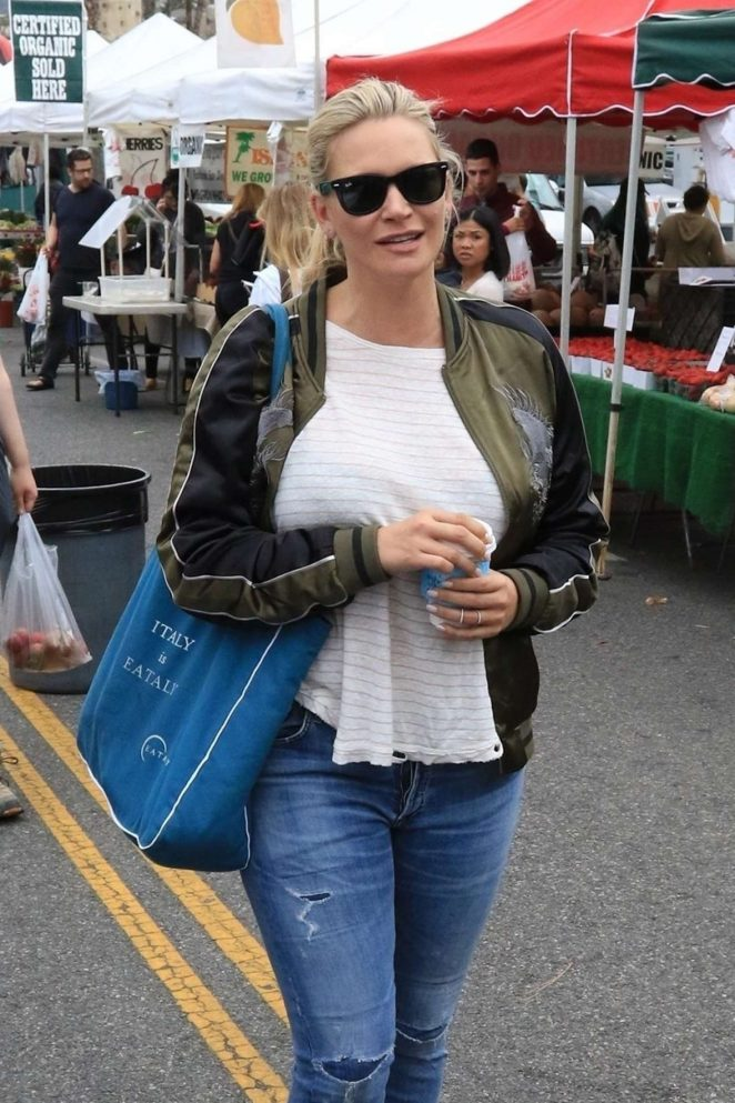 Natasha Henstridge – Shopping at the Farmers Market in Studio City