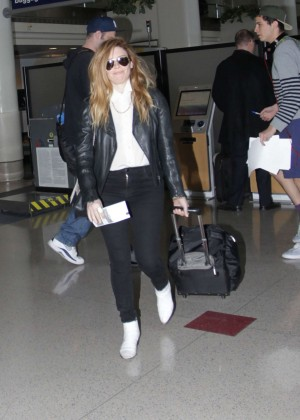 Natasha Lyonne - Arrives at Los Angeles International Airport