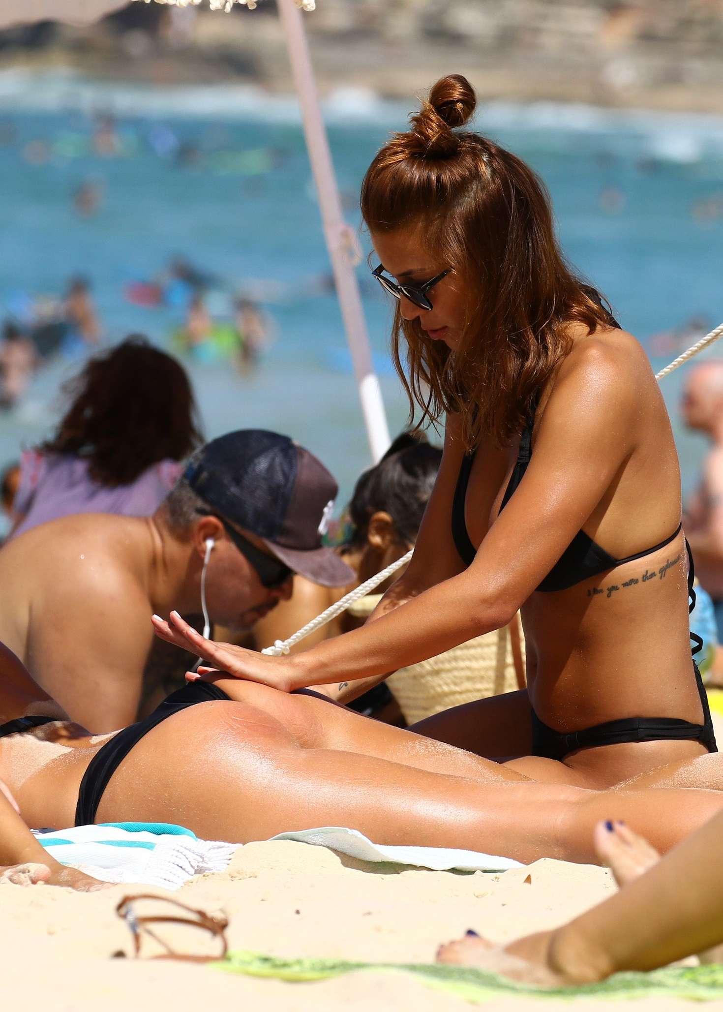 sexy-nude-on-bondi-beach-busty-amateur-riding
