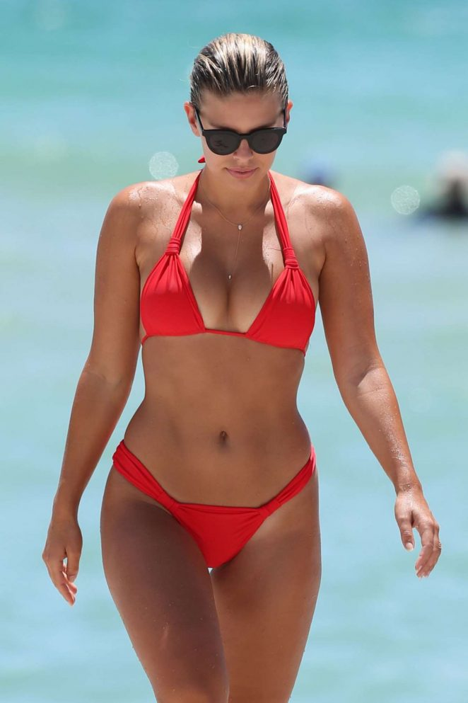 http://www.gotceleb.com/wp-content/uploads/photos/natasha-oakley/in-red-bikini-at-miami-beach/Natasha-Oakley-in-Red-Bikini-at-Miami-Beach--08-662x993.jpg