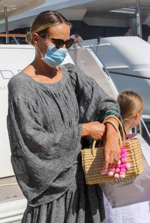 Natasha Poly - Seen wearing mask in Saint-Tropez