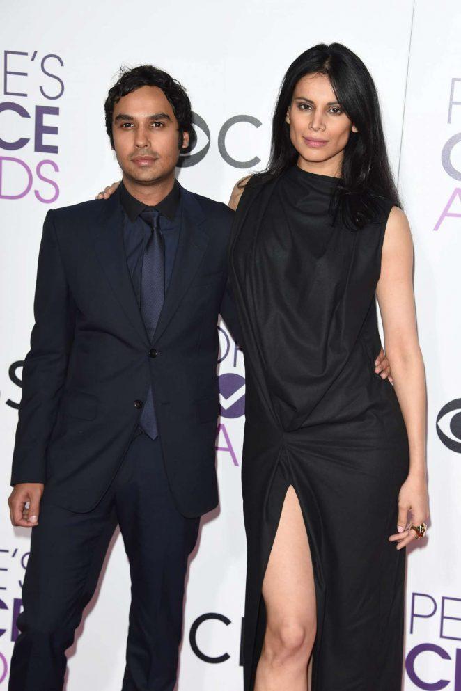 Neha Kapur - 2017 People's Choice Awards in Los Angeles