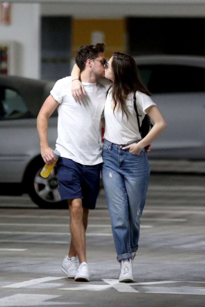 Niall Horan shares a kiss with Hailee Steinfeld in Los Angeles