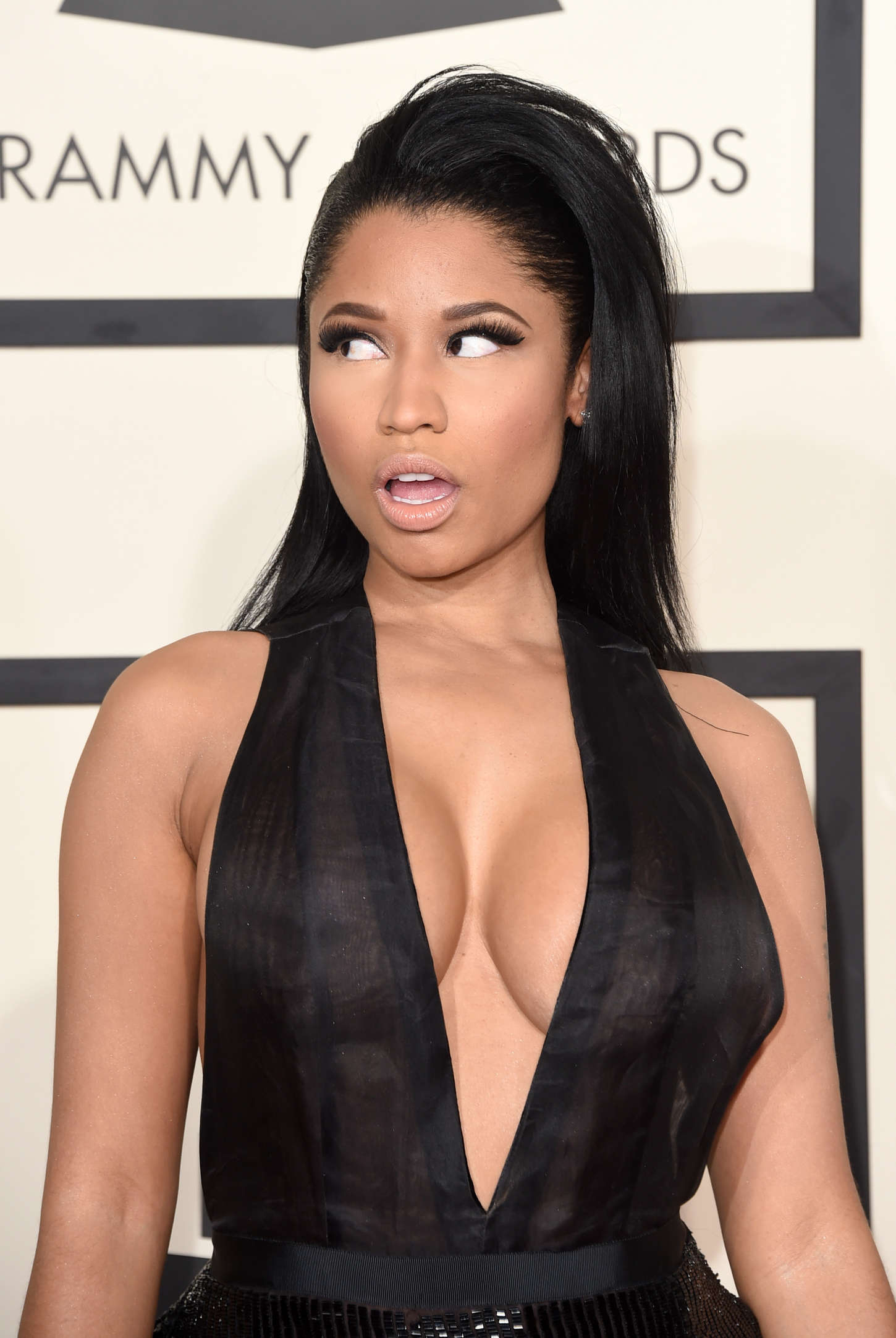 Nicki-Minaj:-2015-GRAMMY-Awards--16.jpg