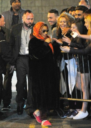 Nicki Minaj - Meeting fans in Manchester