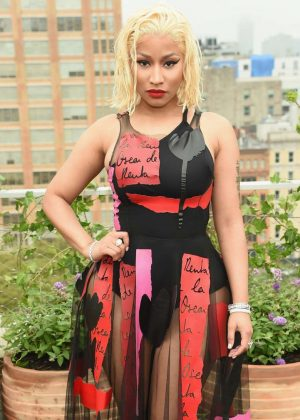 Nicki Minaj - Oscar De La Renta Fashion Show in NY